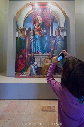 Montecassiano - Palazzo Compagnucci - Madonna in trono con Bambino tra i SS. Andrea ed Elena ed angeli musicanti - Ioannes Hispanus
