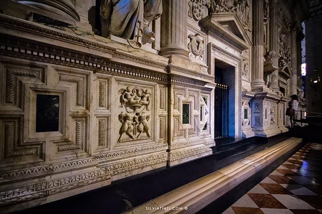 Loreto-le-impronte-dei-fedeli